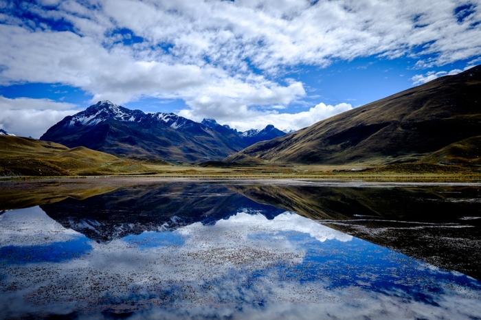 アンデス山脈に抱かれたワスカラン国立公園は、標高3000メートルから6000メートルの高原に位置しています。国立公園としては、世界一の標高を誇る公園内からは、アンデス山脈の名峰を臨むことができます。