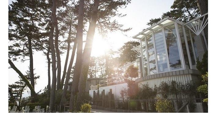 結婚式場が営むカフェ/レストラン。東海道本線・二宮駅から746m(歩いて8分ほど)。お天気が良い日にはお散歩気分で訪れても。