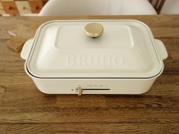 近年ではおしゃれなコンパクトホットプレート「BRUNO(ブルーノ)」が主婦のあいだで人気を博し、その手軽さと実用性が注目されています。