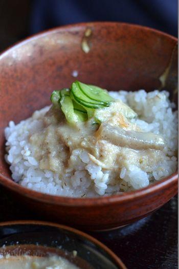 焼き魚の身と焼いた麦みそをだし汁でのばし、味を付けたこんにゃくやきゅうりを混ぜて、ご飯や麦飯の上にかける愛媛の郷土料理です。