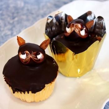 静岡県のJR草薙駅から徒歩約6分、静鉄草薙駅から徒歩約9分の距離にある「日月堂リラ」。昔ながらの素朴なケーキが美味しいと地元で親しまれている店の名物の「タヌキ」は、最後に紹介するレシピで詳しい作り方を見ることができるのでご参照下さい♪
