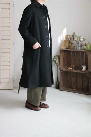 カチっとクールに決めたいなら、黒をチョイスしてみましょう。きれいめにも着こなせるので、どんなシーンにも対応できます。