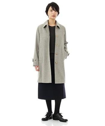 ウール素材のステンカラーコートなら、寒い冬にもOK。ちょうどいい丈感なので、パンツスタイルにもスカートスタイルにも合わせやすいですよ。