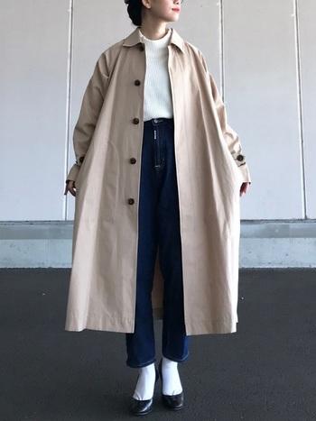 ステンカラーコートとは、後ろ襟が高く、前に低く折り返す襟が特徴で、ストンとまっすぐなシルエットのデザインが基本となったコートです。ラグラン袖でゆったりとした着心地◎シンプルなので、どんなファッションにも合わせやすい定番のコートです。