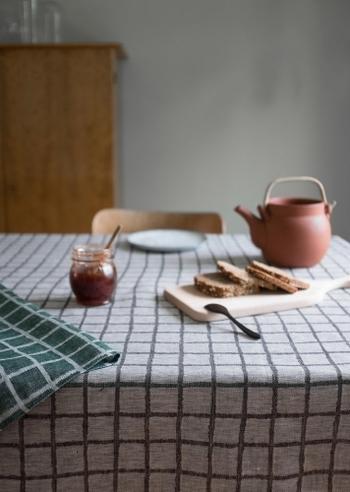 ふだん使いの食器や掃除道具などの日用品も、間に合わせのものではなく、「北欧スタイル」にふさわしいものを選びたいですよね。細部にまでこだわって選んだ日用品は、日常生活をより豊かに、上質なものにしてくれます。毎日使っていて心地いいと感じられるものを選びましょう。