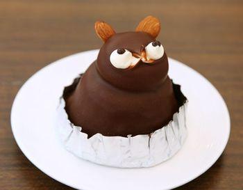 徳島県板野郡松茂町にある「ハレルヤスイーツキッチン」。洋菓子だけでなく和菓子も扱い、ギフトコーナーも充実しています。他にも工場見学ができたり、嬉しいことにパティシエ・スタッフによる「たぬきのケーキ」作り体験もできるんです♪小学生から参加できるので、観光がてら親子仲良くたぬきケーキ作りにチャレンジするのも良い想い出になりそう。