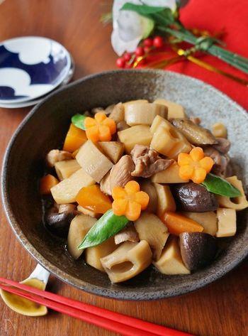 昔ながらのお惣菜であり、特に寒い季節にしみじみ美味しい筑前煮は、まさに冬の根菜がたっぷり。鶏肉のたんぱく質も加わって、身体に優しくとてもバランスの良いメニューです。