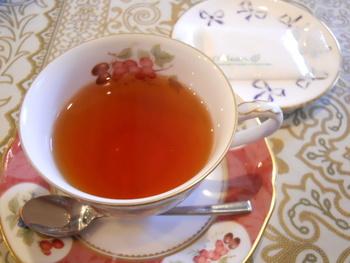 英国に在住していたオーナーが、英国の食文化を日本に伝えたいとはじめたお店なだけあり、エレガントなカップに注がれた季節のティー・アールグレイ・ロイヤルブレンドなどを飲む事ができます。他にも、英国の家庭やパブなどで親しまれている料理なども楽しむ事ができます。