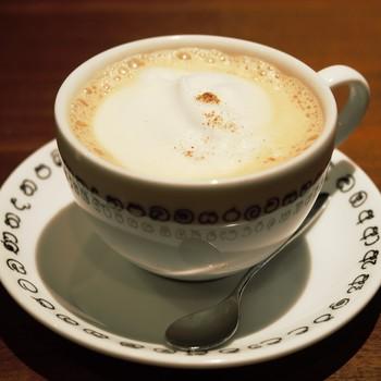 お店では通常の紅茶の他にも、「チャイ=煮出しミルクティー」や、スパイスを使った「スパイスチャイ」・「季節のチャイ」を飲む事ができます。テイクアウトもできるので、井の頭公園でのティータイムにもおすすめです♪