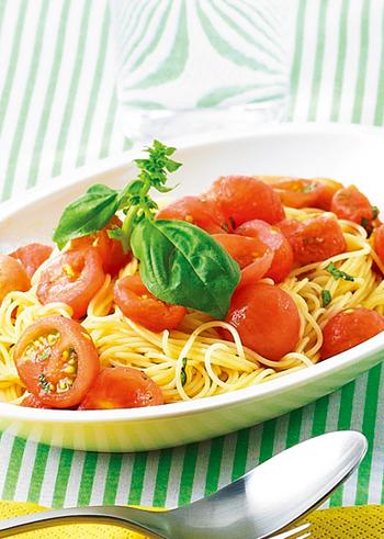 同じトマトパスタでも、カッペリーニで作る冷静パスタはサラダ感覚で。できあがりのソースも冷やしますが、パスタもきちんと冷水でしめてから混ぜ合わせましょう。