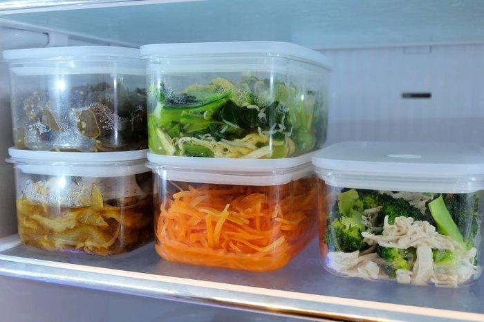 透明度が高いガラスのような見た目の保存容器は、耐熱耐冷温度に優れています。中身も一目瞭然、重ねられるので冷蔵庫に入れてもこんなにすっきり◎