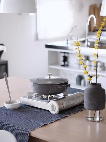無印良品のキッチン家電は、色を多用せず、白・黒・ステンレスなど、どれもシンプルで飽きずに長く使えるデザインのものばかり。操作も簡単なので、誰でも使いやすいグッドデザインな家電です。