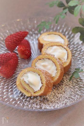 なんとロールケーキまで卵焼き器で作れちゃうんです♪オーブン不使用で作れるなんて簡単でいいですよね。ミニサイズで見た目も可愛らしいので、急なおもてなしにもどうぞ。