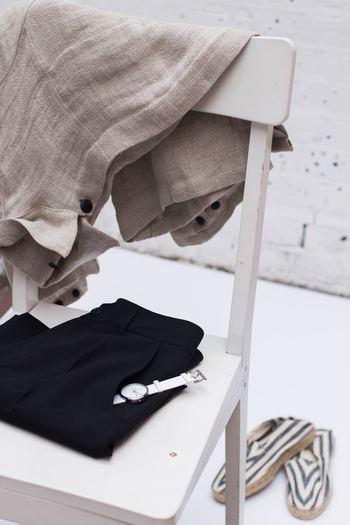 少しずつ春めいてくるこの時期、そろそろワードローブに春物を準備しておきたいですよね。毎日着る服だからこそ、飾り過ぎずに自分らしくいられるナチュラルテイストのアイテムを取り入れてみませんか?今回は使うたびに風合いが増す素材にこだわった、ナチュラルテイストの服と靴をご紹介します。