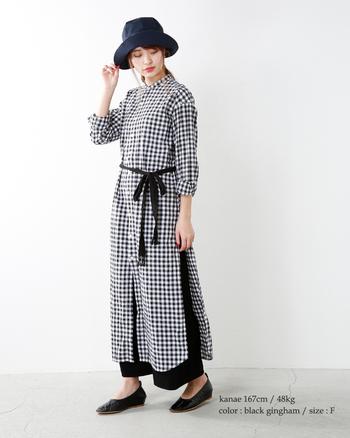 トレンド感満載のギンガムチェックのシャツワンピース。春はこれ一枚で着たり、ゆったりとしたパンツと重ねて着こなしましょう。メリハリを付けたい時はベルトリボンでウエストマークを。紫外線対策にもなる帽子を合わせるのもおススメ。