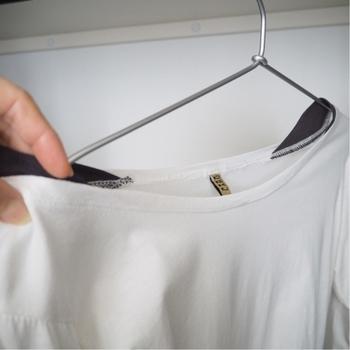 余計なものは何もついていない、シンプルな形のハンガーなので、洋服もスッとかけられ、取り外しもスムーズ。