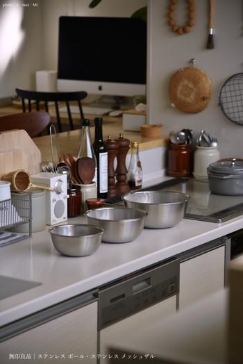 シンプルで実用的なアイテムが揃った【無印良品】。その中でも今回は、新生活におすすめの「キッチン&家事アイテム」をご紹介していきます。