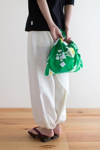 軽くてコンパクトにたためる持ち運びも便利なバッグはいくつあっても困りません♪