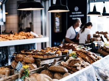 """ビールとソーセージが有名なドイツですが、""""パンの国""""でもあります。世界でもっともパンの種類が多いのが、ドイツなのです。その数は1500種もあると言われています。"""