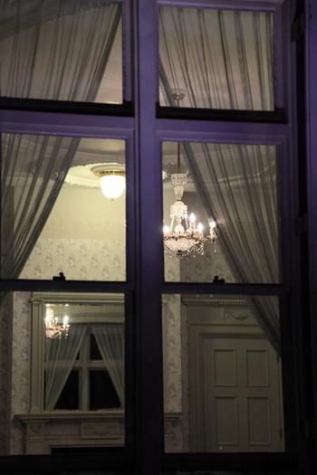 洋館にある大食堂や応接間は、喫茶室として開放されているので、当時の豪奢な雰囲気を味わうことができます。その他の部屋は普段は一般公開されておらず、見学会(往復はがきで申し込み)で見ることができます。