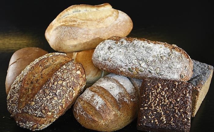 ライ麦はミネラルが豊富。米や小麦と比べて繊維やビタミンB1も多く含んでいます。栄養面に優れていて、腹持ちもバッチリ。健康や体型が気になる方は、ぜひドイツパンに注目を♪