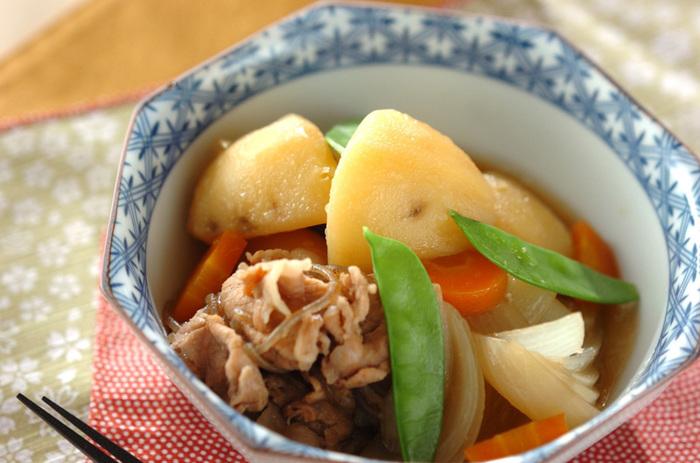 豚肉にはしっかりとした旨味があるので、旨味が野菜にも染み込んで、ご飯が進む美味しい肉じゃがに仕上がります。