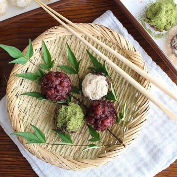 小さめな丸ざるは、彩りの緑を添えて和菓子を乗せるとこんなにお洒落な雰囲気に。みんなが集まるおやつタイムや、おもてなしのデザートをお出しする時にもぴったりです。