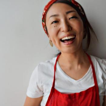 ◎プロフィール◎ 山口さき/発酵おうちごはん料理教室・山口飲食代表 調理師、上級麹士、インナービューティープランナー等の資格を持ち、「発酵食でカラダを作る、ココロを作る」をテーマに現代を生きる女性たちの食に関する悩みに向き合い、食卓からライフスタイルを変える提案を行っている。徳島を拠点に料理教室、テレビ出演、コラムの寄稿など多方面で活動中。