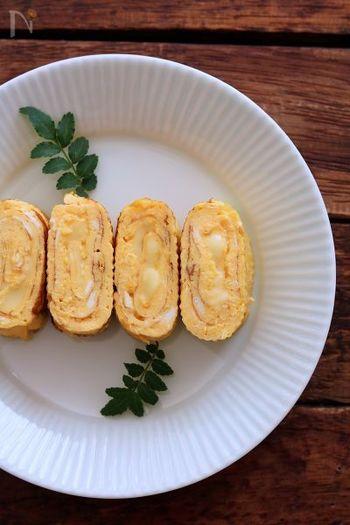ハンバーグと相性の良い「チーズ」を卵に巻いて。オムレツのようなふんわり優しい味が口いっぱいに広がります。