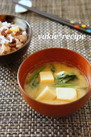 お豆腐の買い置きがなくても、高野豆腐があれば栄養価の高いお味噌汁ができます。あとは、スープジャーに注ぐだけ。高野豆腐は、煮物や揚げ物などいろいろ使いみちがありますので、ストックしておくと便利ですね。