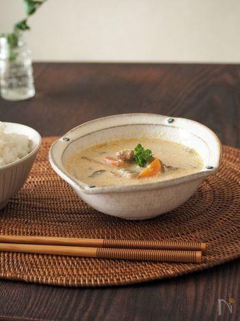 サバ缶を使うので出汁がいらない簡単スープ。サバや豆乳、ごぼう、にんじんといった栄養価の高い食材をたくさん使っていますので、健康が気になる方にもおすすめ。