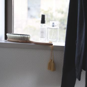 また、お出かけから帰ったらコートやストールなどのアウターは玄関先でブラシをかけるのを忘れずに。お家の中に花粉を連れ込んでしまうのを防ぐことができます。