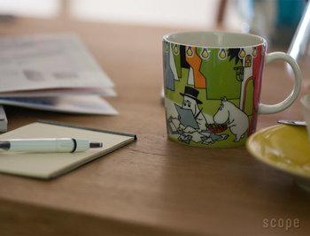フィンランドの陶磁器メーカー、アラビアの「ムーミン」のマグカップです。カップに描かれたムーミンの世界は、大人になってもやっぱり大好きなまま。デスクで、食卓で、日常の一コマを楽しく彩ってくれます。