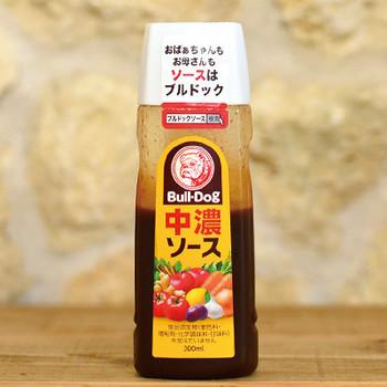 ソースは、何からできているかご存知ですか?実は30%はお酢でできているのだとか。ポン酢などと同じく、原材料がいくつか含まれているので開封後は冷蔵庫へ。2、3ヶ月くらいは風味を保てるようです。