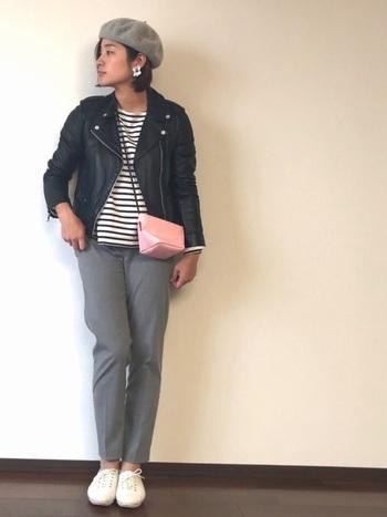 ベレー帽とあわせてまさに気分はパリジャン?!優しいピンクを取り入れることによってコーデのさし色としてキュートに活躍してくれます。