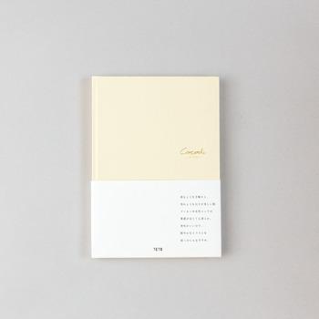 その名の通り、滑るようになめらかな触り心地と、雪のような白さが魅力の「SILK PAPER」 こちらのノートは、マーカーや水性ペンなどで、鮮やかなイラストを書くのが得意な一冊。 季節ごとに、庭先に咲く野花をスケッチしたり、旅先で思い出の風景を描いたり…お気に入りの紙を自由に使ってみてはいかがでしょう。