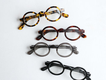 日本でも最大級と称される眼鏡の産地、福井県鯖江市で眼鏡を作っているブランド「MEGANE ROCK(メガネロック)」。ヴィンテージ感が強く女性人気も高いべっこう柄のフレームを用いた「KOALA(コアラ)」は、ネーミングのセンスもキュートで眼鏡好きのおしゃれさんから人気を集めています。
