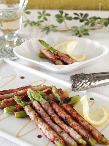 ●アスパラガスのサルティンボッカ アスパラガスの主な栄養素は、ビタミン類やカリウム。しかも、ゆでたり火を通しても流失しにくいのが特徴といわれています。イタリア料理のサルティンボッカをアスパラガスでつくると、とってもおしゃれな一品に。ふだんの食卓はもちろん、ホームパーティーなどでも活躍してくれるメニューです。