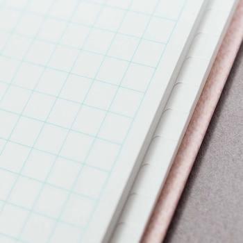 ページには細かいインデックスが施されているので、アイデア次第で、マークや色、数字などを組み合わせて、限られたスペースのインデックスを、思いっきり楽しむことが出来ます。他には無い、まさに自分だけの一冊に…
