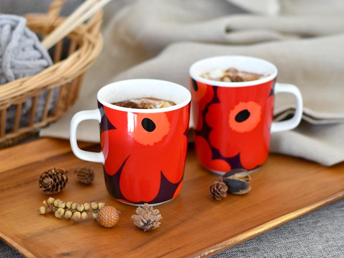 こちらも「marimekko(マリメッコ)」の人気シリーズ「UNIKKO(ウニッコ)」のマグカップです。UNIKKOは、marimekkoと聞くとまずこのデザインを思い浮かべる人が多いはず。大きく描かれた花柄がおしゃれで、女性同士で使いたくなるデザインです。