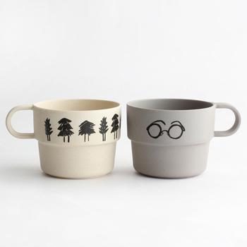 長野県松本市を拠点にして、イラストとウェブ制作を行っている「山鳩舎」。手書きでマグカップに描かれたイラストは、ゆるくてほっこりするデザインが印象的です。環境に優しいバンブーファイバーという素材を使用しており、軽くて扱いやすいのも魅力の1つ。カップルがデイリーに使いたくなるようなマグカップですね。