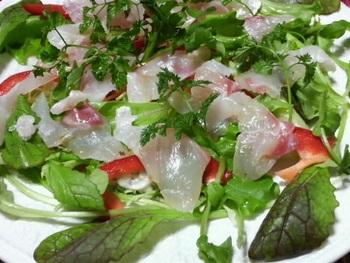 鯛や平目、さよりなどの淡泊な白身魚とよくなじみます。