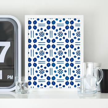 北欧の陶器をイメージしているポストカード。無機質になりがちな場所には、清潔感のある明るい色を添えてみて。