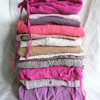 着るだけで春感を演出してくれるピンク。気になるコーディネートやアイテムは見つかりましたでしょうか? ピンクが苦手という方は、淡い色味やグレイッシュな色味からトライ。シューズやストールなど、小さな小物から挑戦するのがおすすめです。 ぜひこの機会に、ピンクのチカラを効果的に使って、軽やかなスプリングスタイルを満喫してくださいね♪