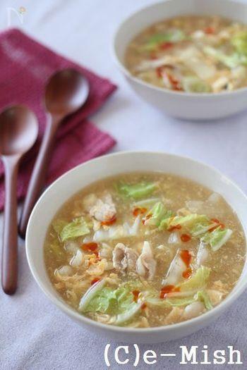 白菜たっぷりの食べ応えあるスープはお酢の酸味で食欲をそそります。季節的にはまだ先ですが、夏バテ気味で食欲の出ない時にも覚えておきたいレシピ。お好みでラー油をいれて味のメリハリを楽しむのも◎