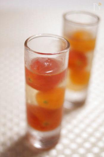 デザートとしても、前菜としても、冷んやり美味しいジュレ。湯むきしたトマトはまるでフルーツのよう。白ワインの風味が大人っぽく薫る一品です。