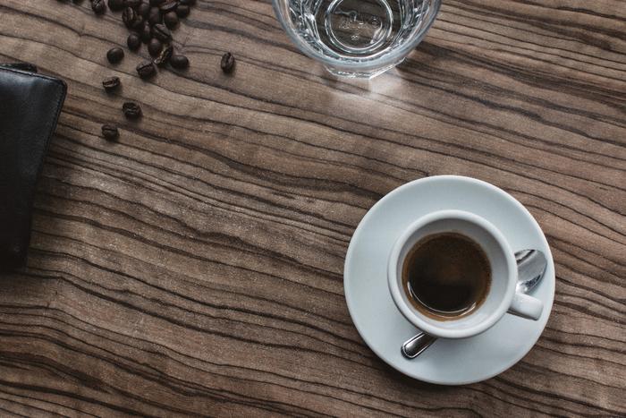 フレッシュなコーヒーの香りはわたしたちをリラックスさせてくれます。焙煎したて、挽きたてのコーヒーはこれまで知っているコーヒーとは一線を画したものなんですよ!コーヒー豆の選び方や焙煎の仕方で、コーヒーのお味はまったく変わってきます。コーヒー豆や焙煎についてご紹介していきます。