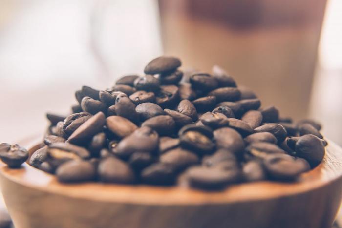 好みのコーヒー豆を知ることは、自分のための本当に美味しい一杯を淹れるための近道になります。コーヒー豆は、生産された国や精製の方法、さらに焙煎の方法や挽き方、ブレンドの仕方などによって、さまざまな違いが生まれます。コーヒー選びの初心者さんは、まずはベーシックなブレンドからチョイスしていくと安心です。