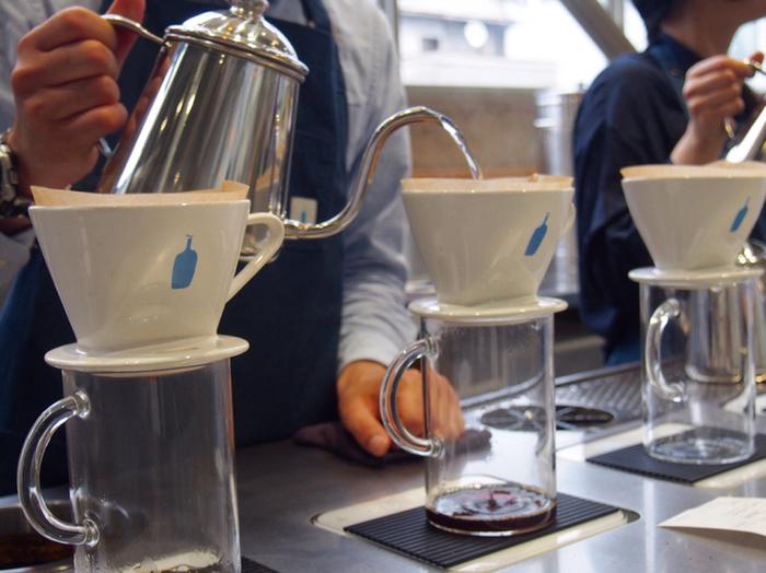 サードウェーブコーヒーは、一杯ずつ丁寧にハンドドリップしていくという特徴があります。ブルーボトルコーヒーをはじめとするサードウェーブコーヒーは、わたしたちに本当に美味しいコーヒーの在り方を教えてくれる存在なのです。