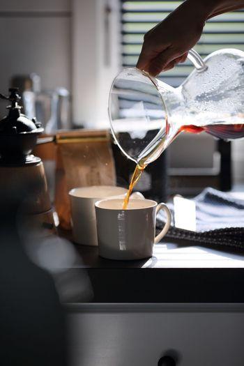 おうちカフェのコーヒーは追求すればするほど奥深く、学び甲斐のあるものです。コーヒー豆の種類や焙煎による味の違いなどおうちカフェに必要なコーヒーに関する知識を学んでいきましょう。